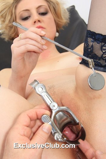 Gyno-X: Trained gyno doctor widens pussy using a tool